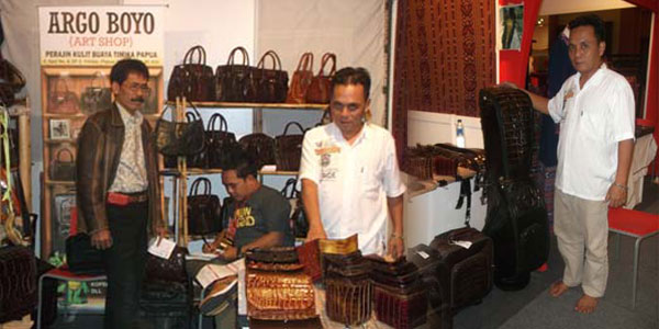 Papua crocodile leather goods